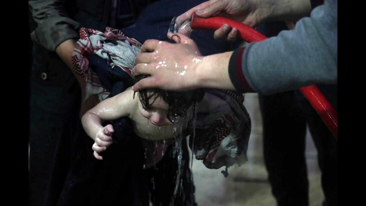 https://cdn.cnngreece.gr/media/news/2018/04/10/125218/photos/snapshot/2018-04-09T000000Z_776833020_RC160D659FF0_RTRMADP_3_MIDEAST-CRISIS-SYRIA.JPG