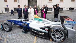 Βατικανό: O Πάπας ευλόγησε... μονοθέσια ηλεκτροκίνητη Formula E