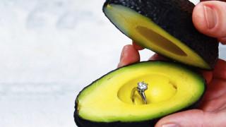 Πρόταση γάμου με αβοκάντο  το γαμήλιο vegetarian trend του Instagram ecc0ca2e3c7