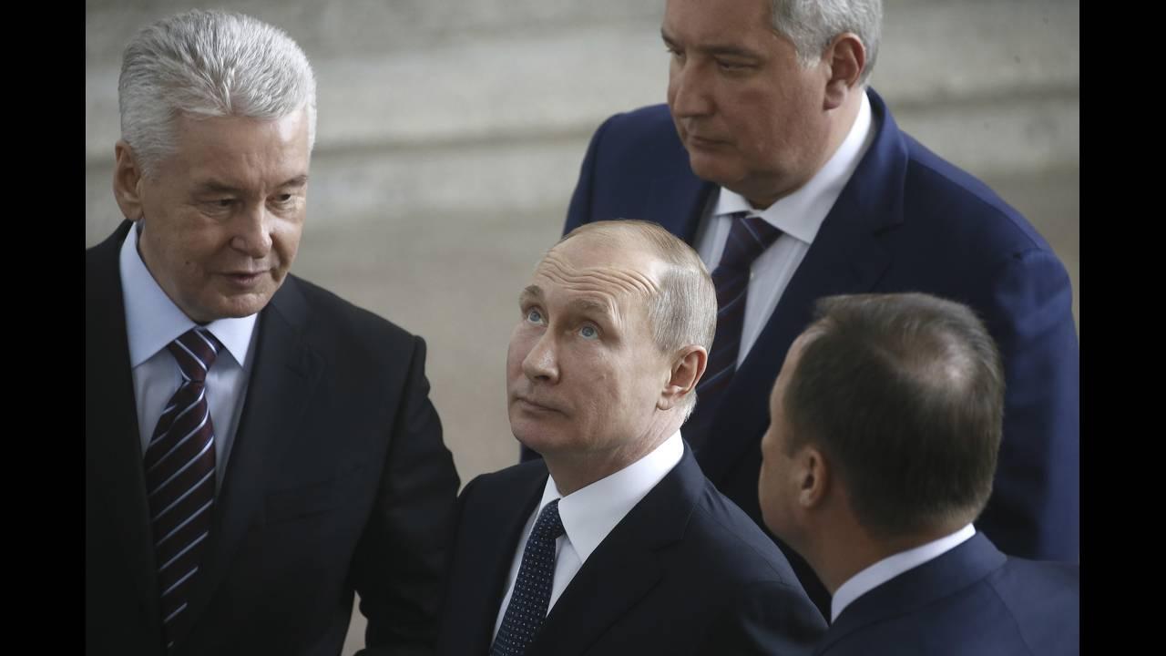https://cdn.cnngreece.gr/media/news/2018/04/13/125628/photos/snapshot/2018-04-12T133727Z_1365449257_UP1EE4C11UFJO_RTRMADP_3_RUSSIA-PUTIN.jpg