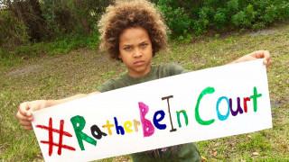 Γιατί παιδιά και έφηβοι στις ΗΠΑ στέλνουν στο εδώλιο την κυβέρνηση