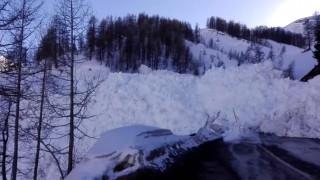 Χιονοστιβάδα προκάλεσε σκηνές πανικού στη Γαλλία (vid)