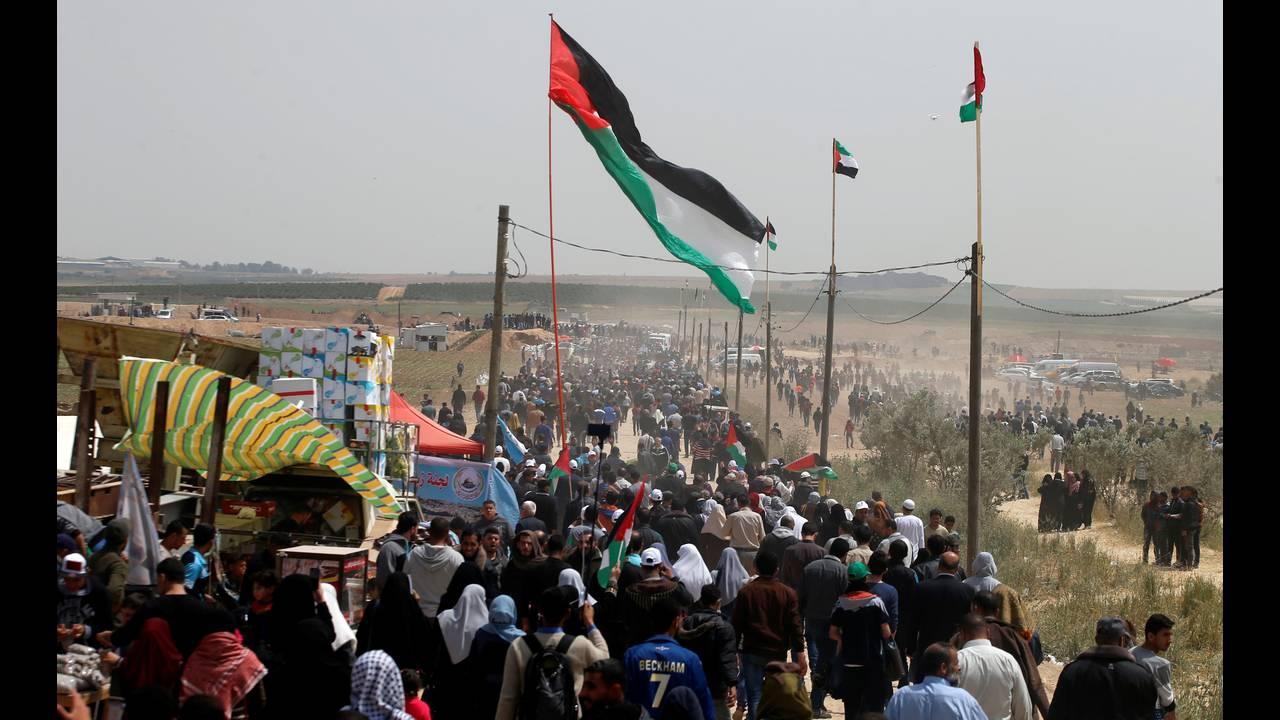 https://cdn.cnngreece.gr/media/news/2018/04/13/125656/photos/snapshot/2018-04-13T105656Z_212789680_RC15BBF98CF0_RTRMADP_3_ISRAEL-PALESTINIANS-PROTESTS.JPG