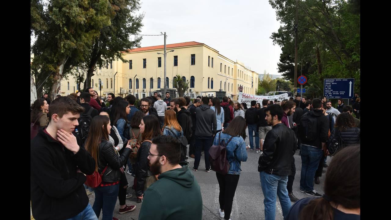 https://cdn.cnngreece.gr/media/news/2018/04/13/125708/photos/snapshot/4428680.jpg
