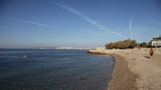 Πλήρης άρση της απαγόρευσης κολύμβησης στις πληγείσες ακτές του Σαρωνικού