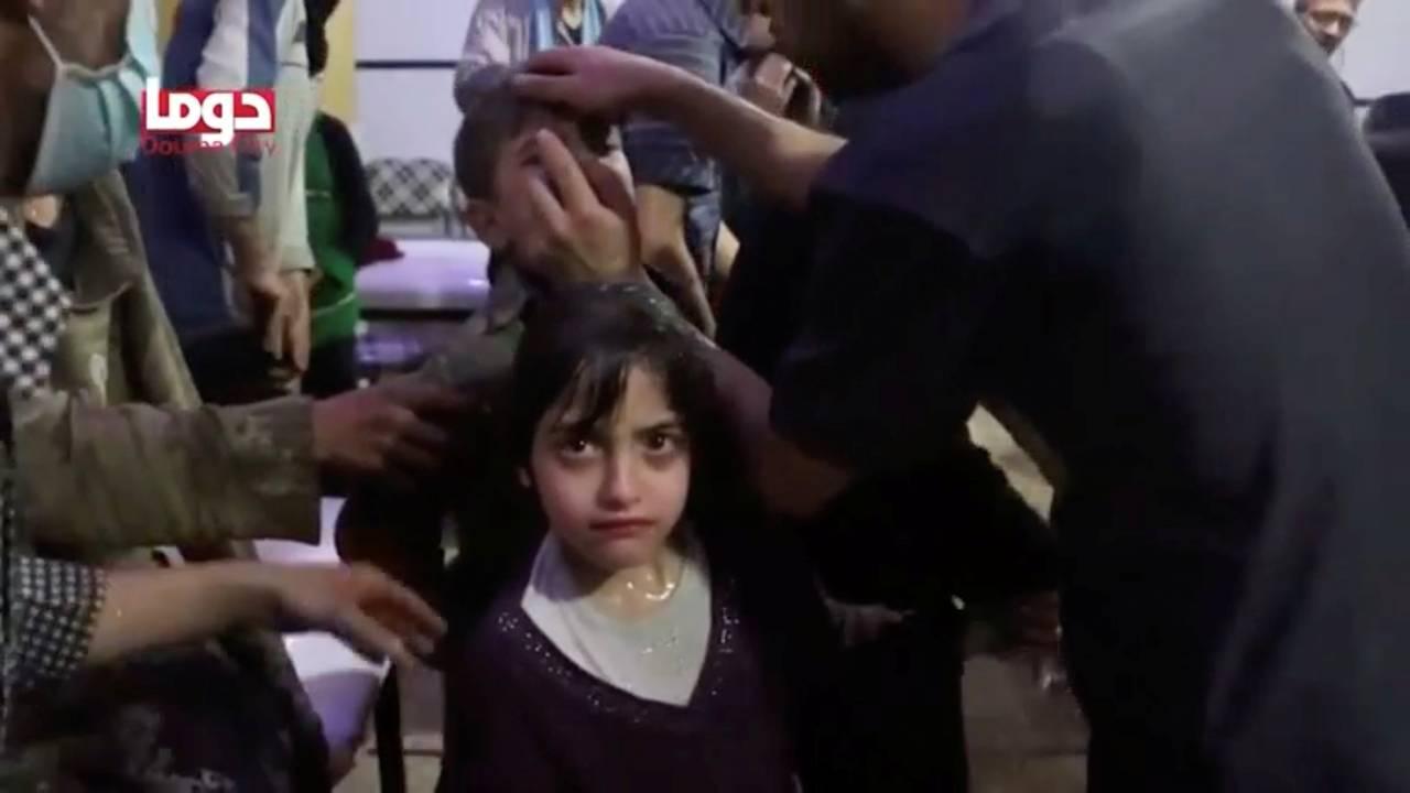 https://cdn.cnngreece.gr/media/news/2018/04/13/125730/photos/snapshot/2018-04-08T000000Z_900724156_RC1D84697240_RTRMADP_3_MIDEAST-CRISIS-SYRIA-ATTACK.JPG