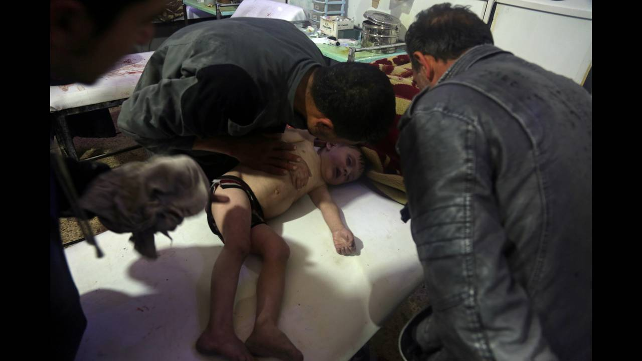 https://cdn.cnngreece.gr/media/news/2018/04/13/125730/photos/snapshot/2018-04-09T172300Z_1597804766_RC1C9B77CBB0_RTRMADP_3_MIDEAST-CRISIS-SYRIA.JPG