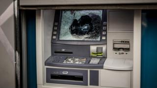 Εμπρησμοί σε τρία μηχανήματα ΑΤΜ τα ξημερώματα στο Περιστέρι