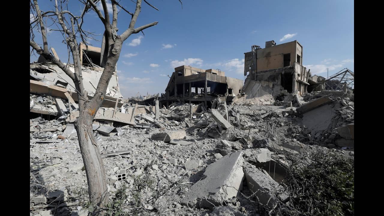 https://cdn.cnngreece.gr/media/news/2018/04/14/125826/photos/snapshot/2018-04-14T145010Z_1980719039_RC12399FAB40_RTRMADP_3_MIDEAST-CRISIS-SYRIA.JPG