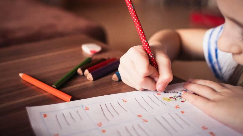 Τα παιδιά σταματούν να γράφουν με το χέρι: Πώς επηρεάζεται η ανάπτυξή τους