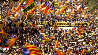 Μαζική διαδήλωση στη Βαρκελώνη κατά της κράτησης των υπέρμαχων της ανεξαρτησίας