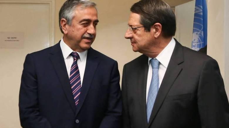 Κυπριακό: Η επανέναρξη των διαπραγματεύσεων στο «μενού» του δείπνου Αναστασιάδη-Ακκιντζί