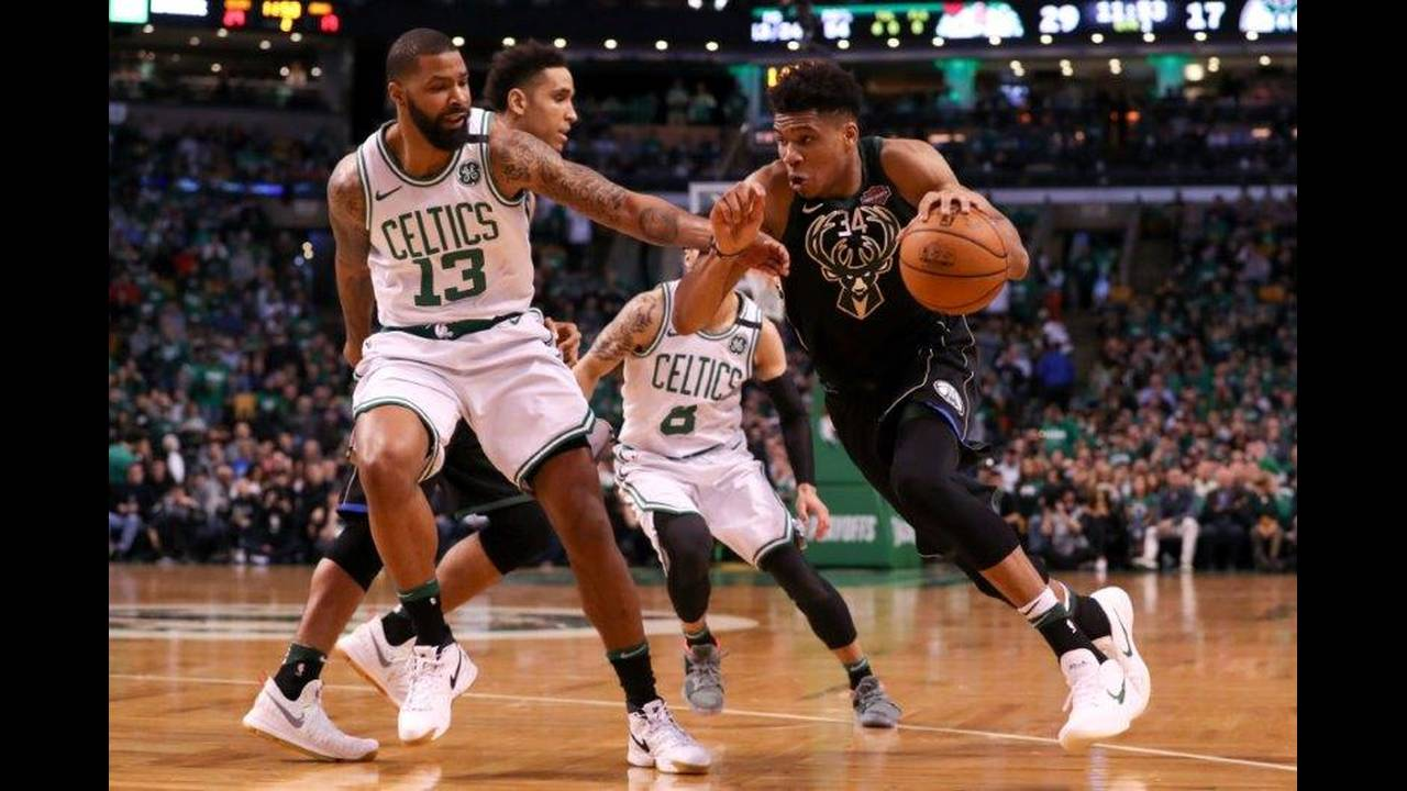 https://cdn.cnngreece.gr/media/news/2018/04/16/126006/photos/snapshot/2018-04-15T192800Z_2037099737_NOCID_RTRMADP_3_NBA-PLAYOFFS-MILWAUKEE-BUCKS-AT-BOSTON-CELTICS.jpg