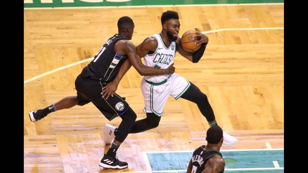 https://cdn.cnngreece.gr/media/news/2018/04/16/126006/photos/snapshot/2018-04-15T201716Z_1810841024_NOCID_RTRMADP_3_NBA-PLAYOFFS-MILWAUKEE-BUCKS-AT-BOSTON-CELTICS.jpg