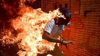 World Press Photo 2018: τα συγκλονιστικά στιγμιότυπα μιας φλεγόμενης χρονιάς