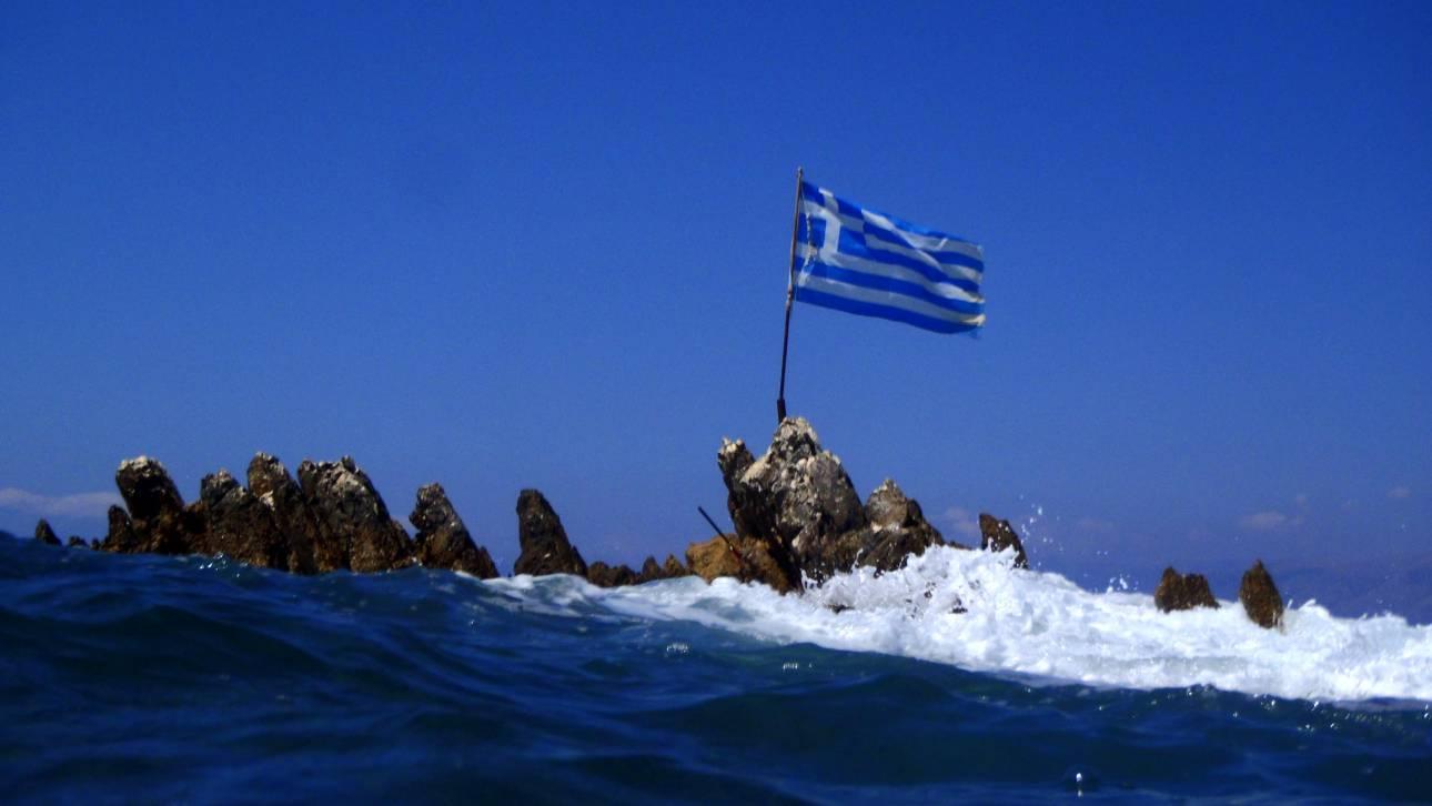 Δήμαρχος Φούρνων: Δεν κατέβηκε η ελληνική σημαία