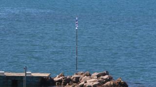 Hurriyet: Ειδοποιήσαμε την Ελλάδα και την επόμενη μέρα στείλαμε κομάντος να κατεβάσουν τη σημαία
