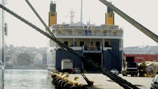 «Δεμένα» στα λιμάνια τα πλοία όλης της χώρας την Τετάρτη