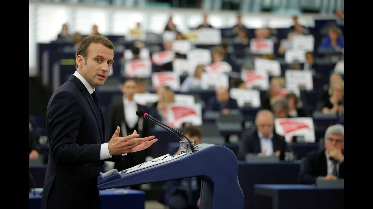 https://cdn.cnngreece.gr/media/news/2018/04/17/126266/photos/snapshot/2018-04-17T083825Z_1649730312_RC11B2DF17A0_RTRMADP_3_EU-FRANCE-MACRON.JPG