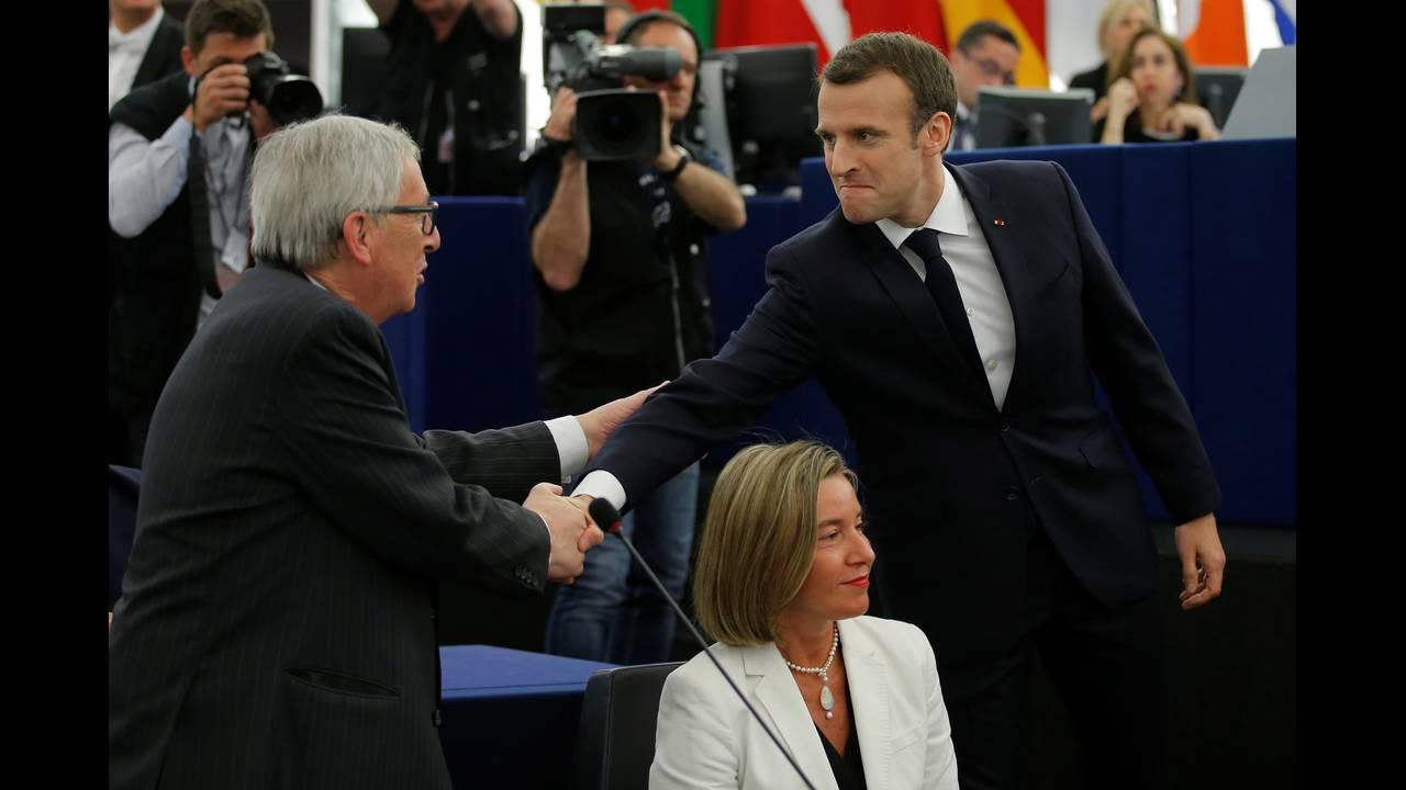 https://cdn.cnngreece.gr/media/news/2018/04/17/126266/photos/snapshot/2018-04-17T084249Z_240155980_RC1F84FE85B0_RTRMADP_3_EU-FRANCE-MACRON.JPG