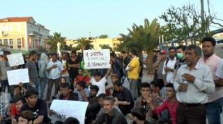 Μυτιλήνη: Ολονύχτια διαμαρτυρία προσφύγων στην πλατεία Σαπφούς