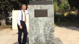 Στο άγαλμα του Τρούμαν ο Τζέφρι Πάιατ