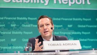 Συσσωρευμένες αδυναμίες στον χρηματοπιστωτικό τομέα βλέπει το ΔΝΤ