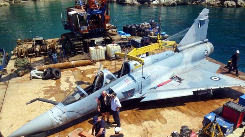 Ο καιρός καθυστερεί την επιχείρηση ανέλκυσης του Mirage 2000-5