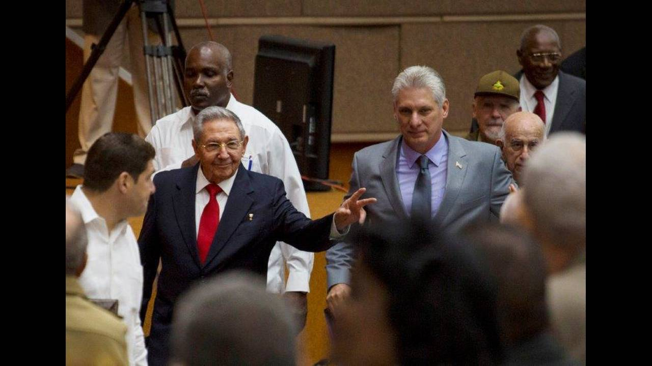 https://cdn.cnngreece.gr/media/news/2018/04/19/126545/photos/snapshot/2018-04-18T181009Z_559931755_RC1AE3646B10_RTRMADP_3_CUBA-POLITICS.jpg