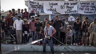 Μυτιλήνη: Ένταση στην πλατεία Σαπφούς όπου έχουν κάνει κατάληψη πρόσφυγες