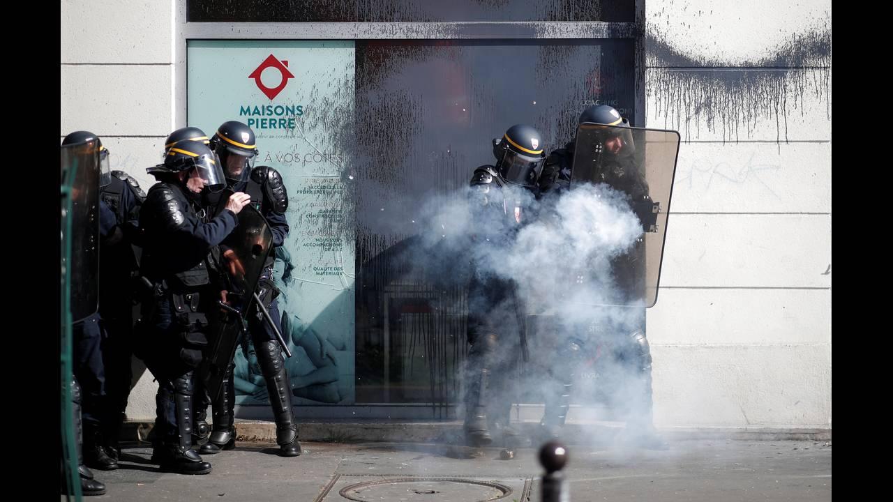 https://cdn.cnngreece.gr/media/news/2018/04/19/126574/photos/snapshot/2018-04-19T143343Z_1073530104_RC1A47E2FD60_RTRMADP_3_FRANCE-REFORM-PROTEST.JPG
