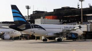 Πύραυλοι έπληξαν αεροσκάφος και το αεροδρόμιο της Τρίπολης στη Λιβύη