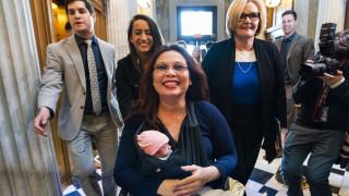 Η μικρή Μάιλε, 10 ημερών, το πρώτο βρέφος στη Γερουσία των ΗΠΑ