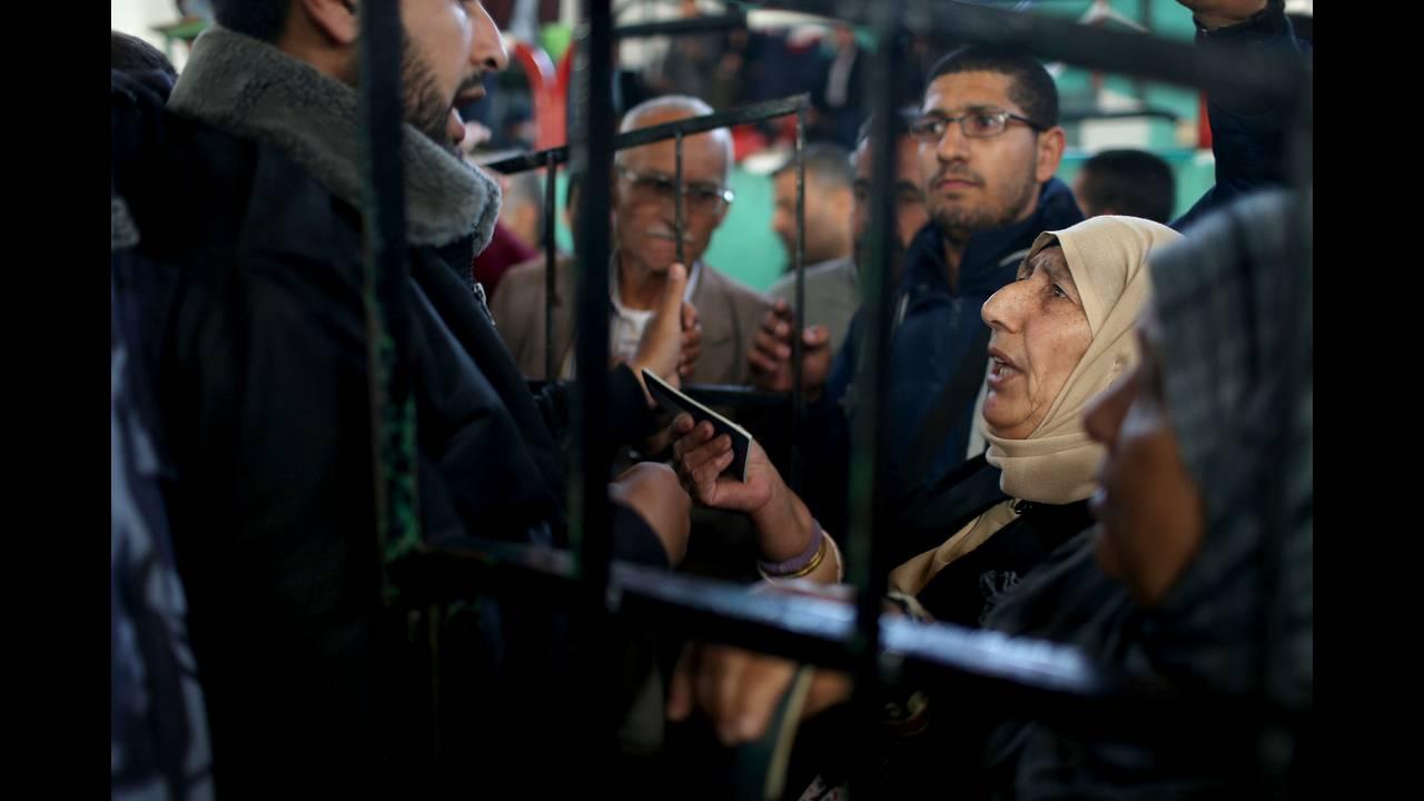 https://cdn.cnngreece.gr/media/news/2018/04/20/126643/photos/snapshot/2018-04-13T062015Z_2042749854_RC12B48989B0_RTRMADP_3_ISRAEL-PALESTINIANS-EGYPT.JPG
