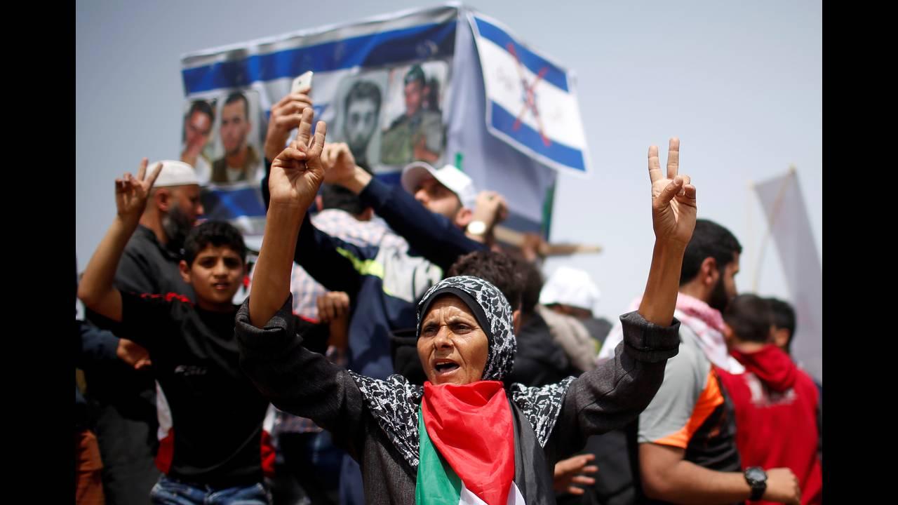 https://cdn.cnngreece.gr/media/news/2018/04/20/126643/photos/snapshot/2018-04-13T110142Z_101808970_RC18FE2017E0_RTRMADP_3_ISRAEL-PALESTINIANS-PROTESTS.JPG