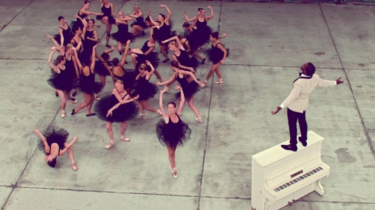 Συνδέομαι με τη διαχρονική ενέργεια: ο Κanye West φιλοσοφεί σε real time στο Τwitter