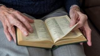 Η 96χρονη που μπήκε στο Λύκειο και ονειρεύεται να γίνει βρεφονηπιοκόμος