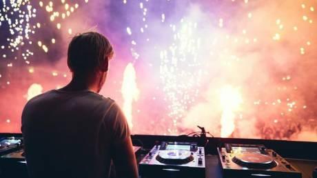 Ποιος ήταν ο DJ Avicii - Οι πέντε μεγάλες επιτυχίες του