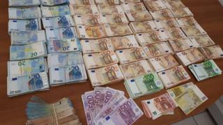 Πατέρας και γιος στην Αλεξάνδρεια έκρυβαν όπλα και εκατοντάδες χιλιάδες ευρώ