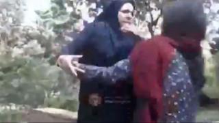 Ιράν: Η «αστυνομία ηθών» επιτίθεται σε γυναίκα που φορά «χαλαρά» το χιτζάμπ της