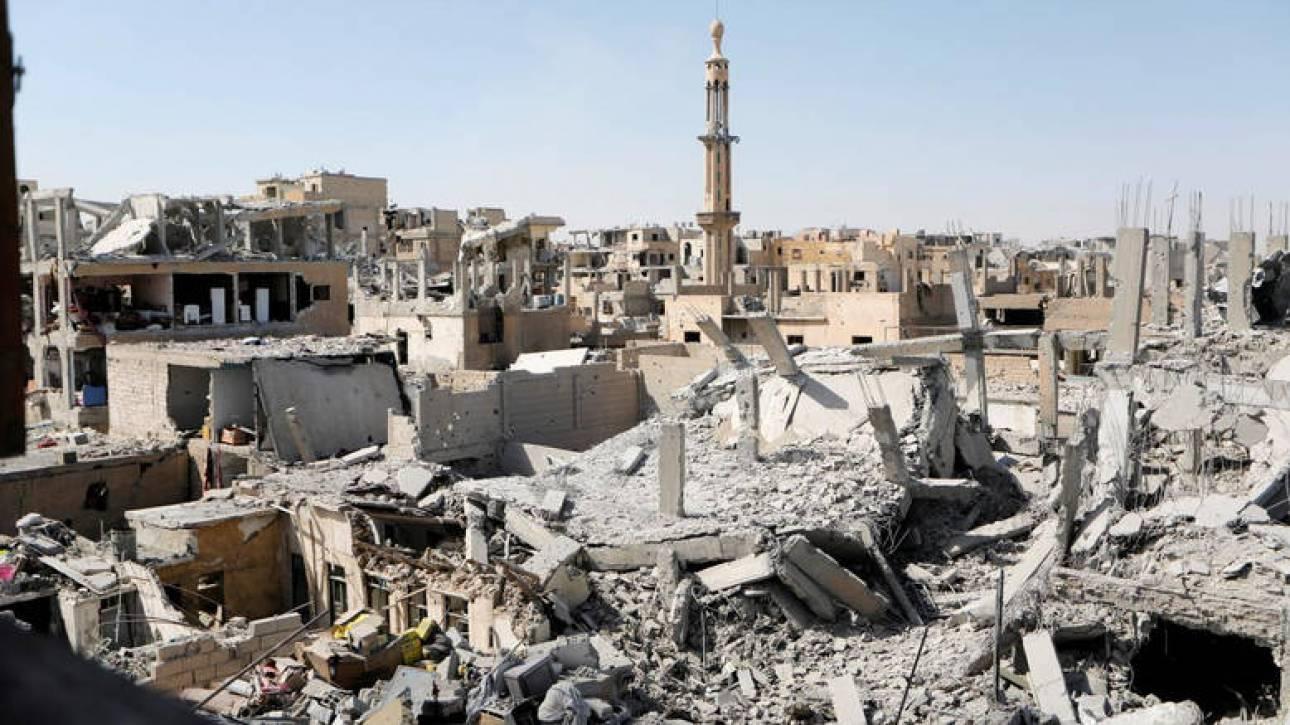 Συρία: Δεκάδες πτώματα βρέθηκαν σε ομαδικό τάφο στη Ράκα