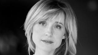 Άλισον Μακ: Η ηθοποιός που στρατολογούσε γυναίκες σε αίρεση και συνελήφθη για εμπορία ανθρώπων