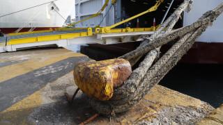 Ανετράπη φορτίο με σίδερα από φορτηγό σε επιβατηγό πλοίο στην Κάλυμνο