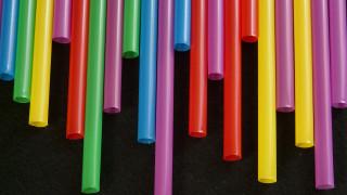 Έρχεται το τέλος για τα... πλαστικά καλαμάκια