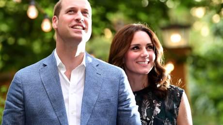 It's a boy! Πώς η Βρετανία θα υποδεχθεί τον γαλαζοαίματο πρίγκιπα, αδελφό των Τζορτζ και Σάρλοτ