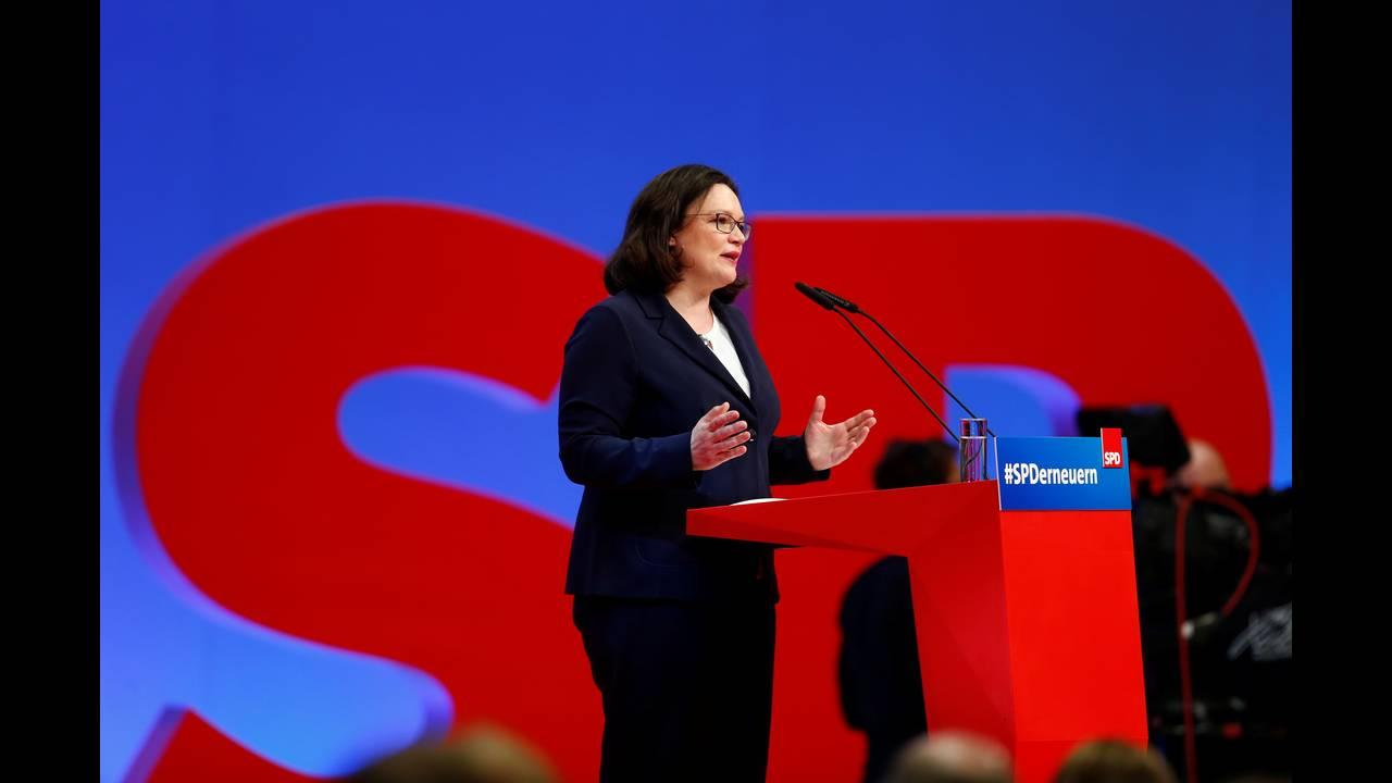 https://cdn.cnngreece.gr/media/news/2018/04/23/127102/photos/snapshot/2018-04-22T110841Z_952802775_RC1673A84A90_RTRMADP_3_GERMANY-POLITICS-SPD.JPG