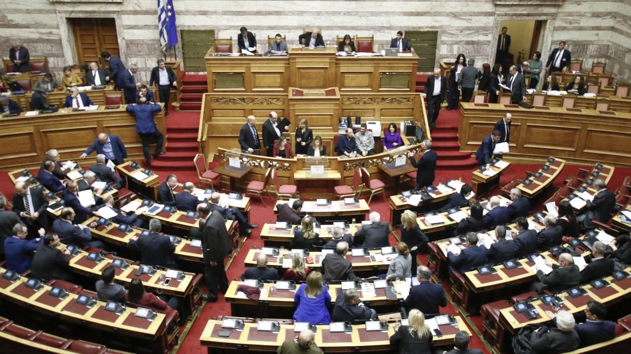 Επιφυλάξεις από βουλευτές του ΣΥΡΙΖΑ στην αναδοχή από ομόφυλα ζευγάρια