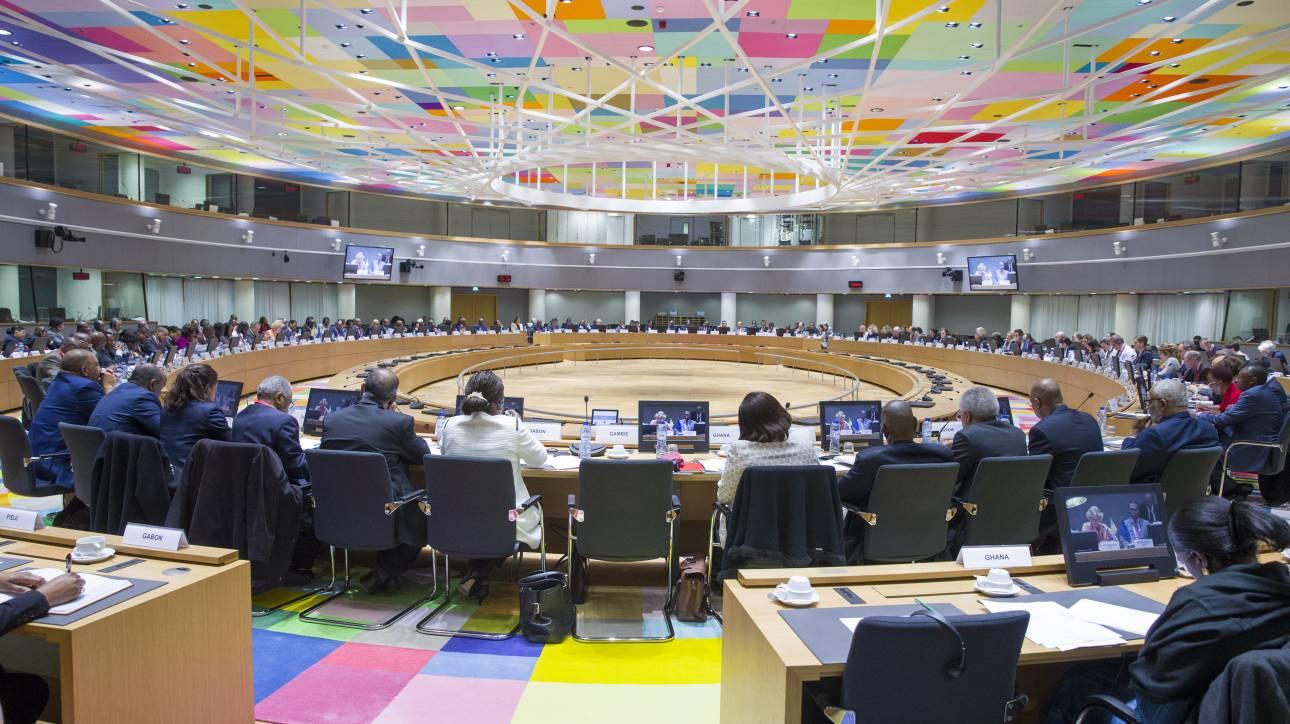 Προαπαιτούμενα, ελάφρυνση χρέους και μεταμνημόνιο στο επίκεντρο του Eurogroup