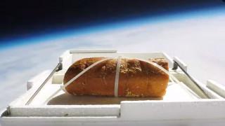 Αυτό είναι το πρώτο σκορδόψωμο που... ταξίδεψε στο διάστημα!