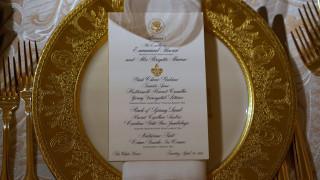 Λευκός Οίκος: η διπλωματία της πορσελάνης στο επίσημο δείπνο Τραμπ-Μακρόν